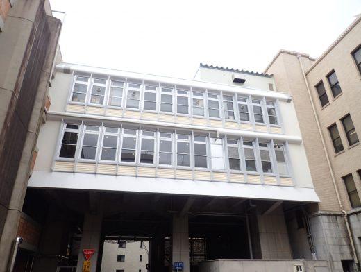 富山県庁南別館連絡通路屋上防水改修等工事